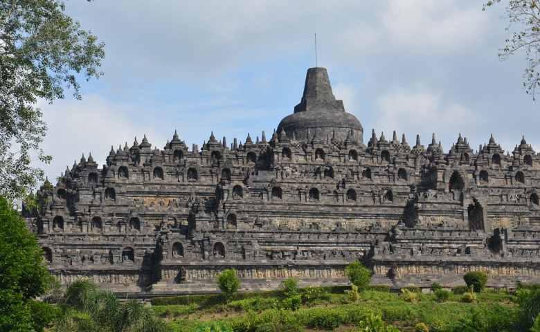 8 Tempat Wisata di Indonesia yang Terkenal dan Mendunia